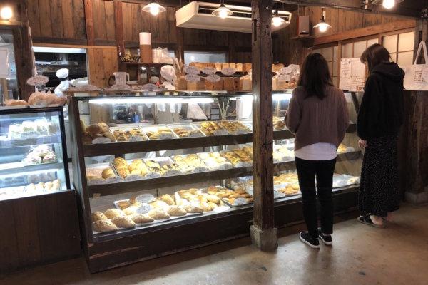 【筥崎宮前】レトロな店舗でイートイン可能な「ナガタパン箱崎店」